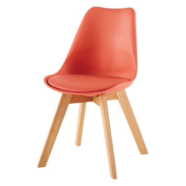 Chaise scandinave couleur corail